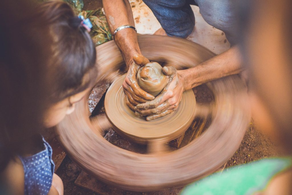 art-pottery-wheel-hands